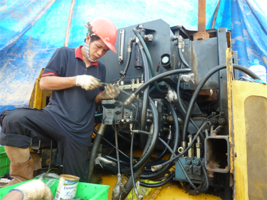 sửa chữa xe ủi Tana g290