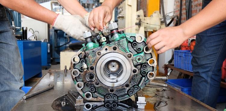 Sửa chữa hư hỏng thủy lực trên thiết bị cơ giới hạng nặng
